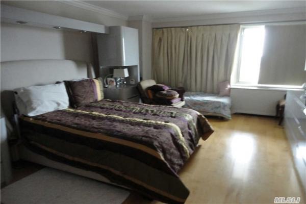 towers-at-waters-edge-bedroom