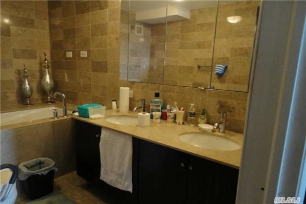 towers-at-waters-edge-bathroom